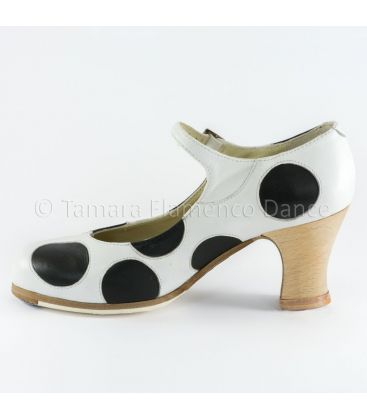 in stock flamenco shoes professionals - Begoña Cervera - Lunares whte black with wood heel interior