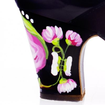 Hand painted: Casilda Black-Pink
